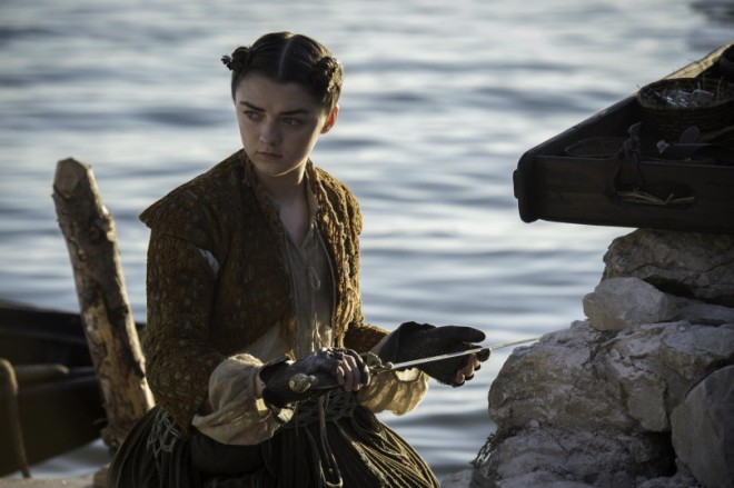 arya-pulls-needle-out-of-the-rock-official-hbo-810x539